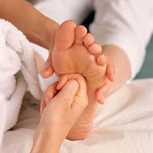 Как сделать массаж ног и девушке?