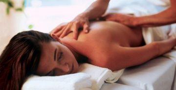 Как сделать расслабляющий массаж спины девушке?