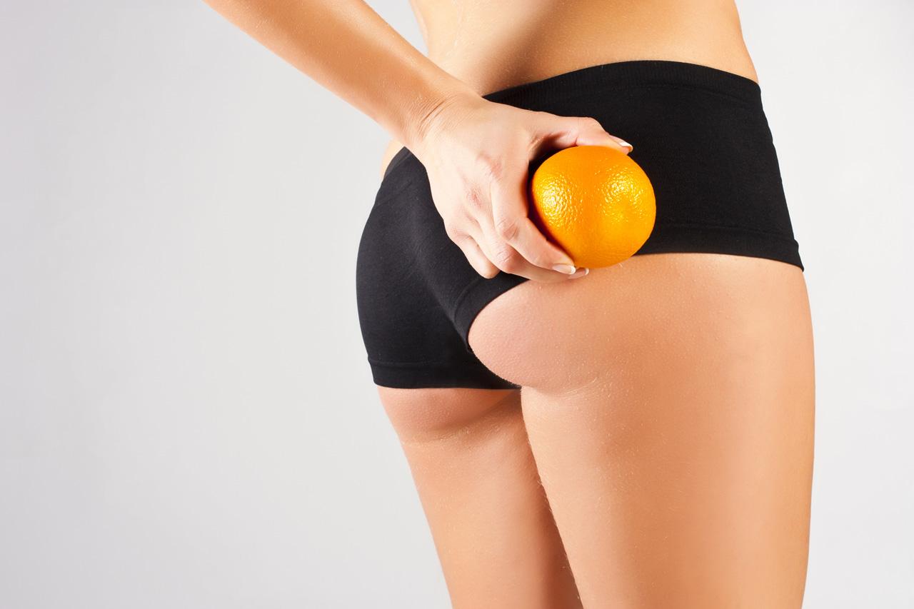 женская попа и апельсин