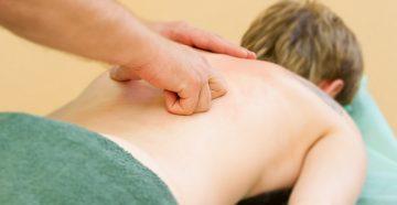 Чем полезен лечебный массаж позвоночника?